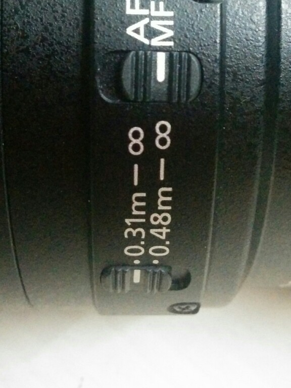 Limit button on a macro lens